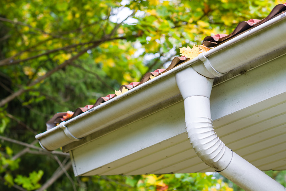 What not to do when installing rain gutters the spoutoff whether you just enjoy doing home projects yourself or are looking to shave a few dollars off the cost of the installation of new rain gutters solutioingenieria Choice Image