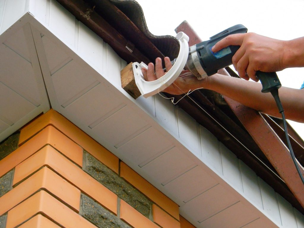 9 mistakes to avoid with diy gutters the spoutoff as first time home owners we rarely have a true understanding of how much time and money goes into keeping our homes standing upright the rain gutters are solutioingenieria Gallery