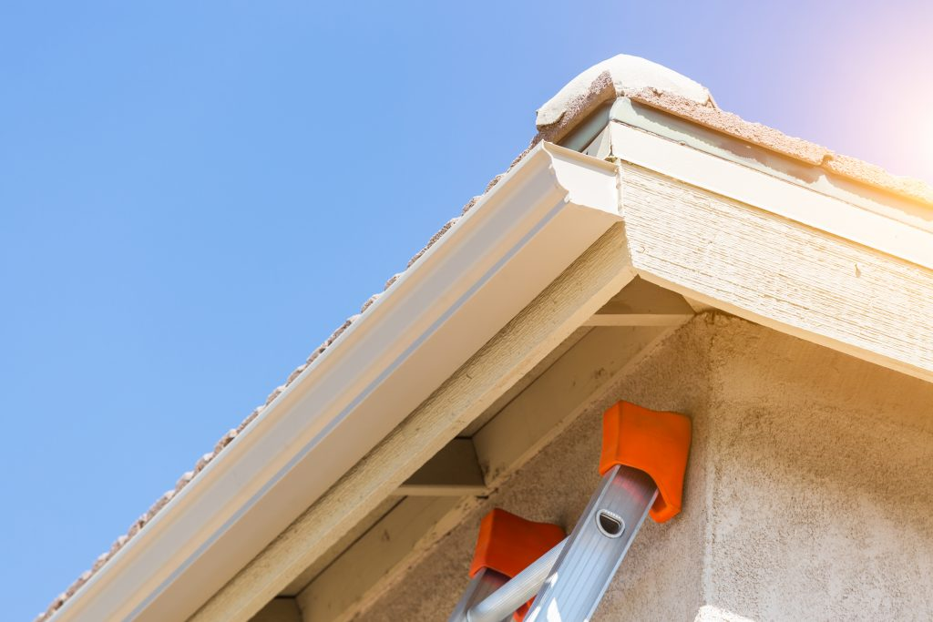 5 benefits of seamless gutters the spoutoff installing a new gutter system on your home can seem like a daunting task from picking out the right system to the installation process it is a lot solutioingenieria Images