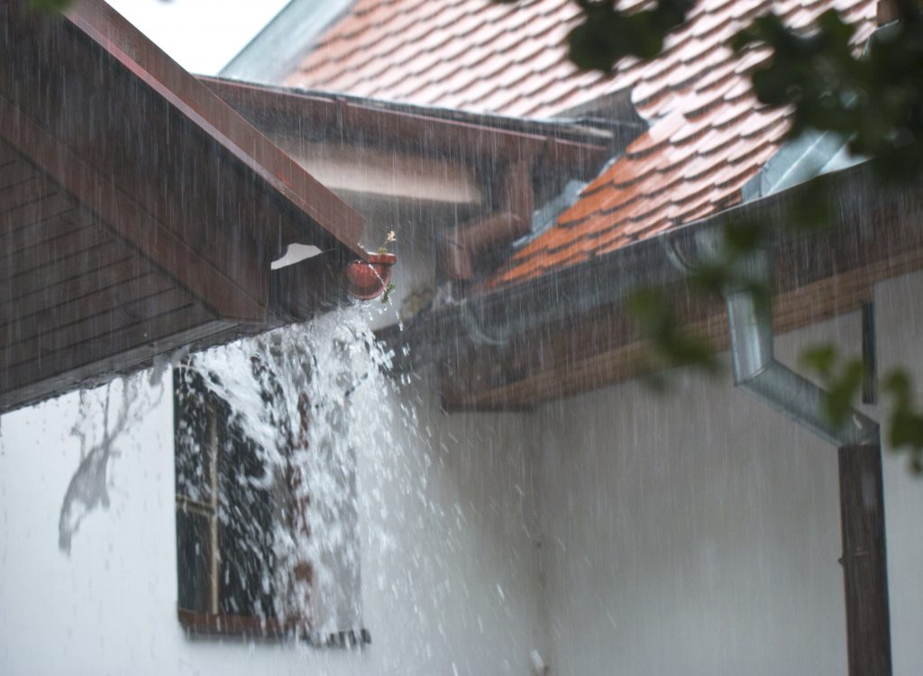 Gutters Vs No Gutters What You Need To Know The Spoutoff