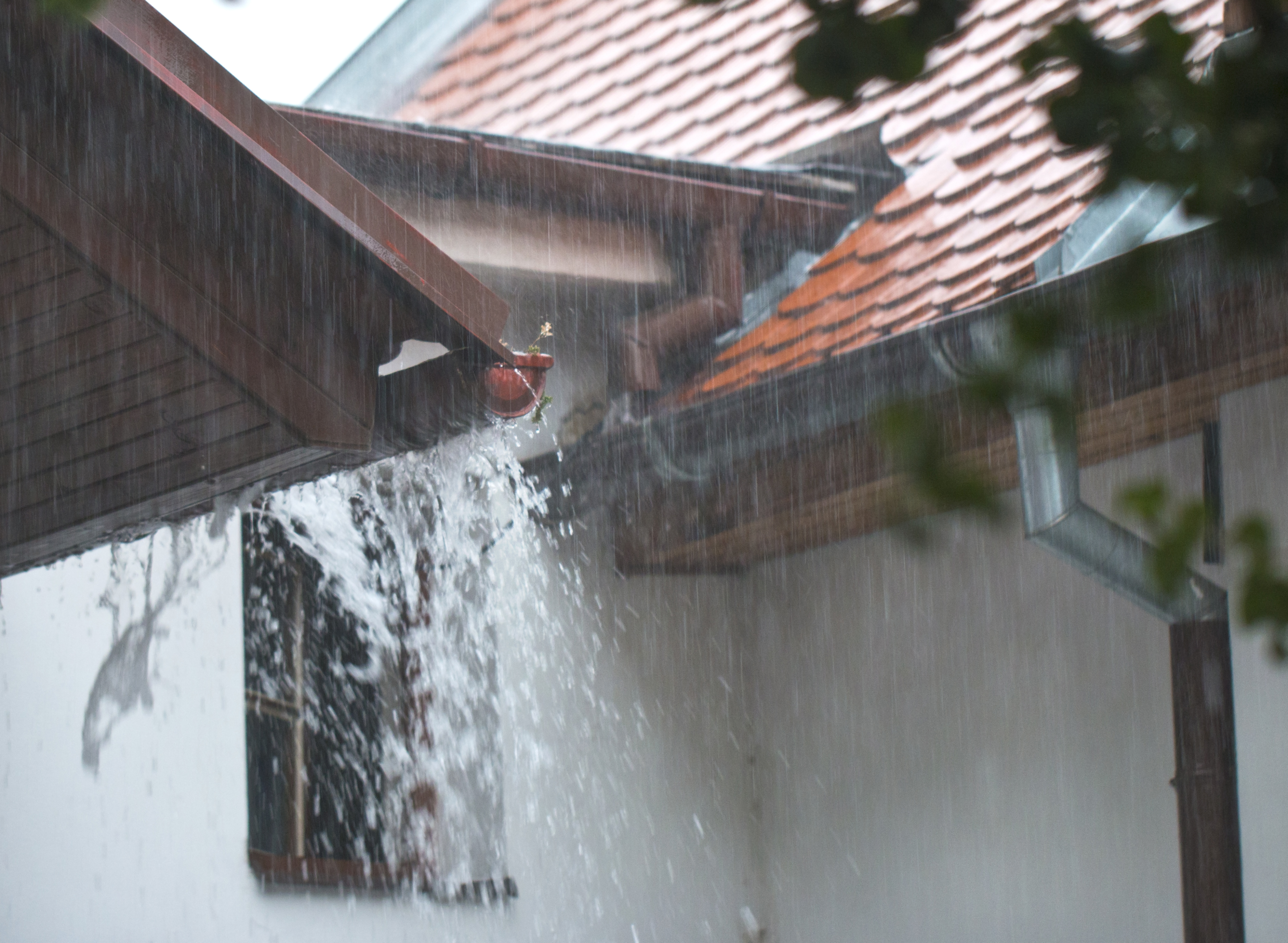 Gutters vs  No Gutters: What You Need to Know | The SpoutOff™