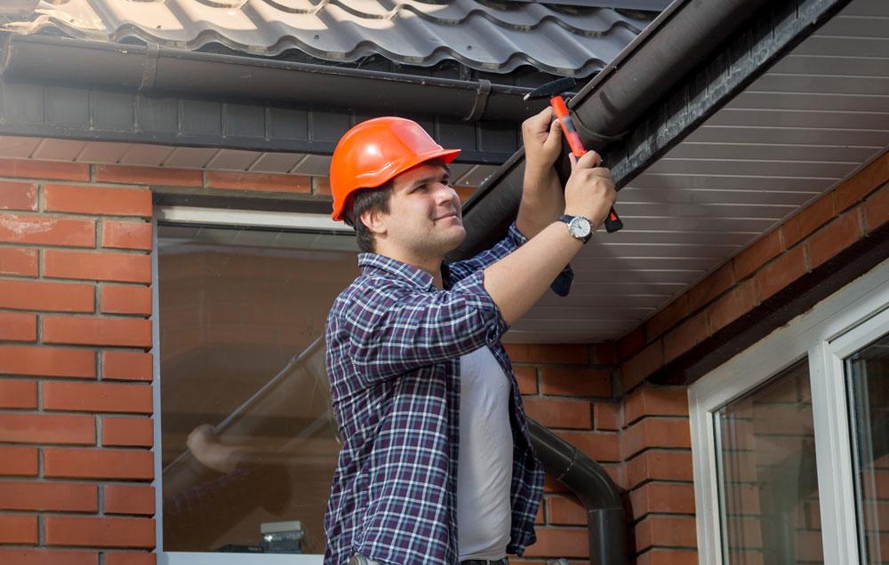 handyman-gutter-repair